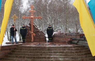 Тернопільські рятувальники вшанували ліквідаторів наслідків чорнобильської катастрофи (ФОТОРЕПОРТАЖ)
