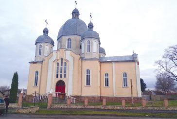 Церква у Плотичі вабить красою: на Тернопільщині люди спільними зусиллями впорядковують свій храм (ФОТО)
