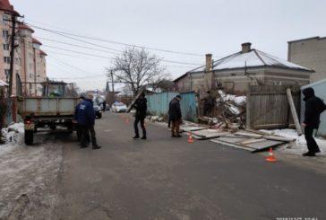 У Тернополі демонтували 25 метрів незаконного паркану (ФОТО)