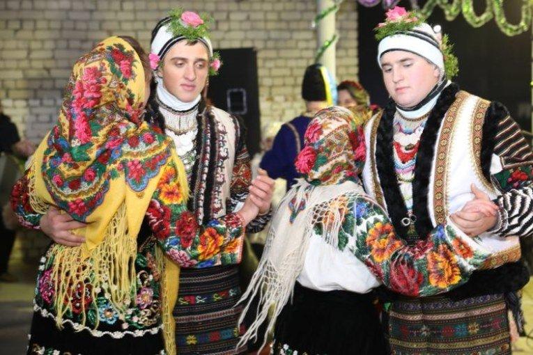 Карнавал по-тернопільськи: як маланкували у Горошовій