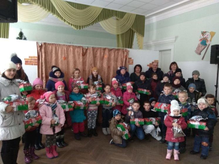 У Шумську дітям, які знаходяться у складних життєвих обставинах, подарували різдвяне свято (ФОТО)