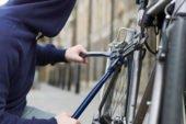 У Кременці чоловік викрав з під'їзду велосипед