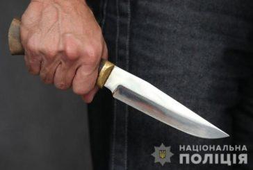 На Кременеччині під час п'яної сварки господар кілька разів увігнав ножа в гостя
