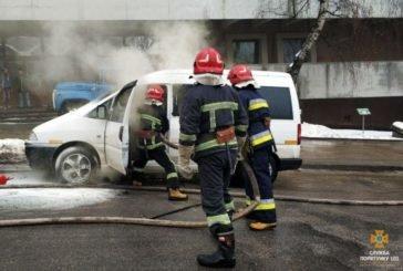 У Тернополі внаслідок короткого замикання загорівся автомобіль (ФОТО)