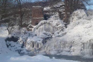 Бурульки – довжиною в 16 метрів… На Тернопільщині замерз найбільший рівнинний водоспад – мандрівники діляться дивовижними фото