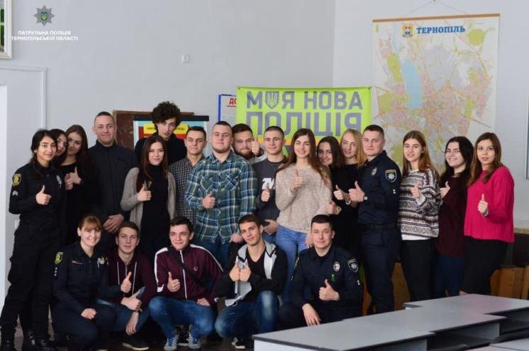 Тернопільські поліцейські провели тренінг для студентів ТНЕУ щодо безпеки дорожнього руху (ФОТО)