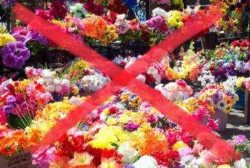 У Кременці заборонили торгувати штучними квітами та покладати їх на кладовищах