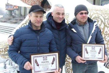 У Тернополі – нові рекорди: в снігу й зі цвяхами (ФОТО)