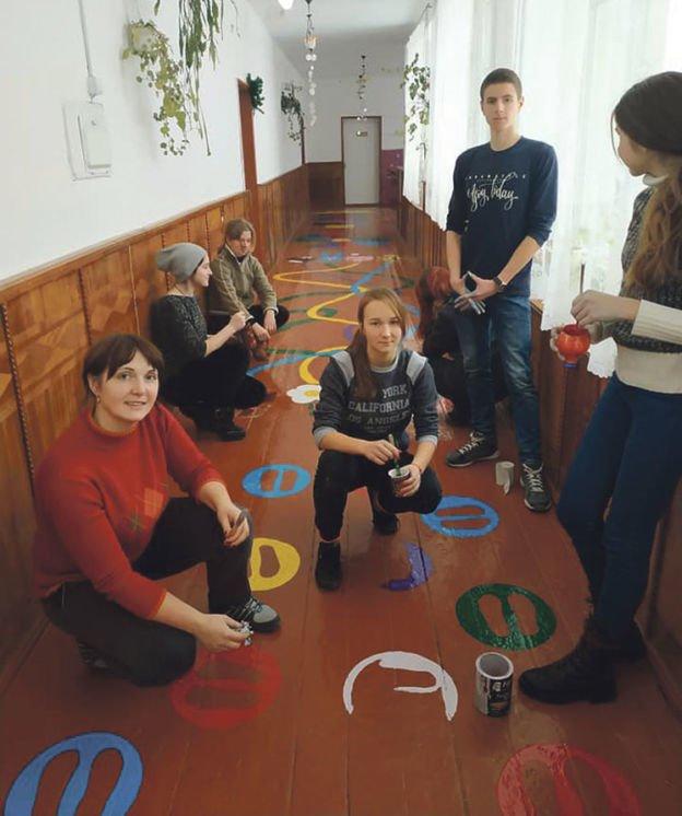 На Тернопільщині діти розмалювали школу яскравими барвами (ФОТО)
