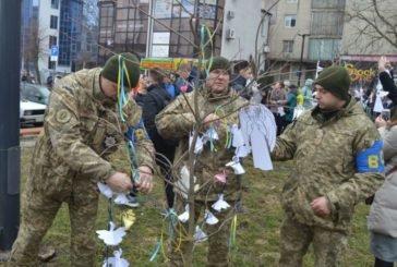 У Тернополі військовослужбовці ЗСУ вшанували Героїв Небесної Сотні акцією «Ангели пам'яті» (ФОТО)