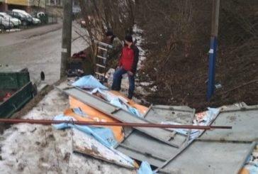 У Тернополі демонтували незаконно встановлений білборд (ФОТО)