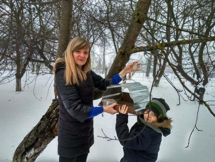 Нападівські школярі що на Тернопільщині облаштували їдальню для пташок (ФОТО)