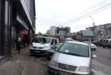 У Тернополі інспектори виписали більше 30 постанов за порушення правил паркування