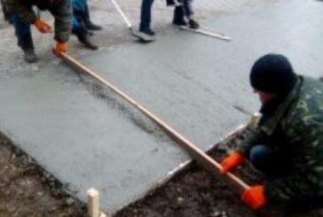 У Тернополі комунальники облаштовують контейнерні майданчики для збору відходів