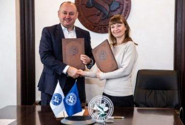 ТНЕУ і благодійний фонд «Єднання поколінь» підписали меморандум про співпрацю (ФОТО)