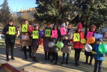 Студенти і викладачі ТНЕУ провели опитування-флешмоб: «Мами за фінансову грамотність» (ФОТОРЕПОРТАЖ)