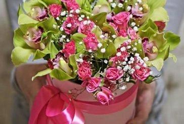 Квіткові композиції у капелюшних коробках