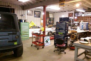 Миша «прибирає» в гаражі британця
