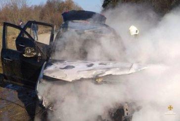 Посеред дороги на Монастирищині згоріла іномарка (ФОТО)