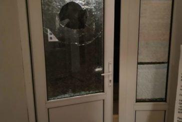 Двоє жителів Тернопільщини розбивши вікно дверей намагалися потрапити до виборчої дільниці після її закриття