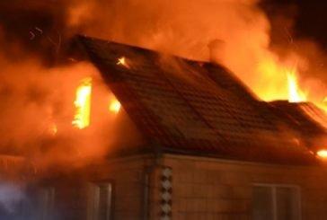На Монастирищині ледь не згоріло три будівлі