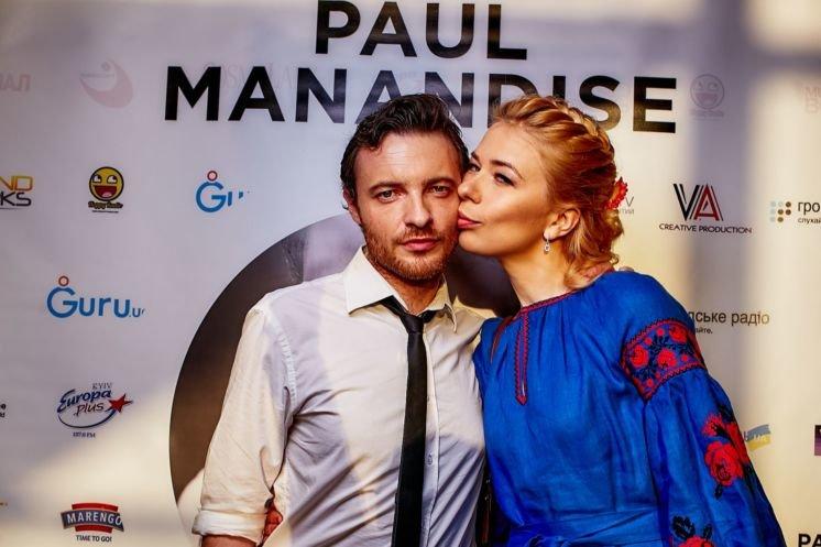 b4ed5e4df9d686 До знайомства з майбутньою дружиною-українкою у музиканта вже були друзі з  України. Завдяки одному з них, розповідає Поль, він і дізнався про Олену.