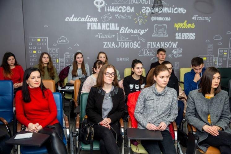 Для старшокурсників факультету фінансів ТНЕУ організували тренінг «Технології пошуку роботи» (ФОТО)
