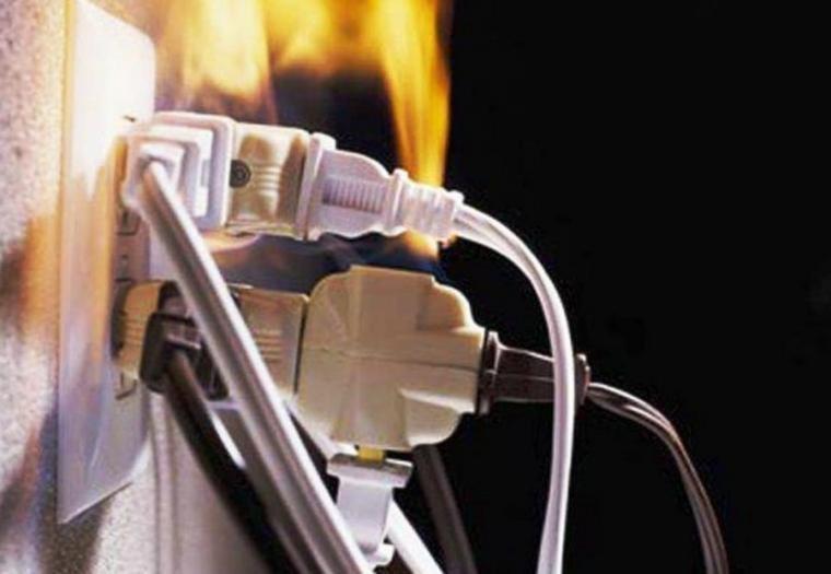 У будинку на вулиці Київській в Тернополі горіла електропроводка одного з інтернет-провайдерів