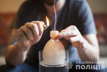 У Тернополі шістнадцятилітні хлопці в парку вживали наркотичну речовину
