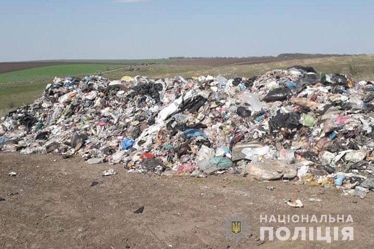 На Бучачині виявили сміття, яке, ймовірно, незаконно привезли з Львівщини (ФОТО)