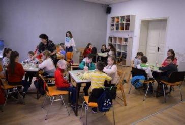 У Тернополі навчають створювати писанки та водити гаївки: просвітяни області відроджують великодні традиції (ФОТО)