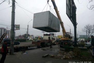 На просп. Степана Бандери у Тернополі демонтували незаконну «будку» (ФОТО)