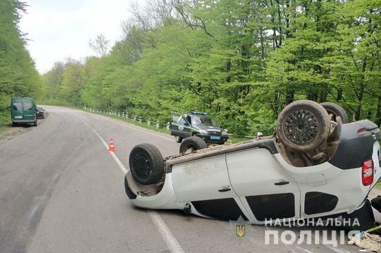 Автотроща на Кременеччині: зіткнулося відразу три авто (ФОТО)
