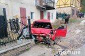 На Тернопільщині водій на авто врізався у бетонну огорожу