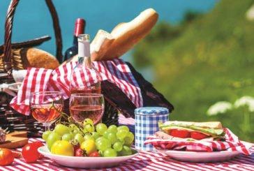Гайда з-за столу на пікнік: оригінальні страви, які можна приготувати на природі