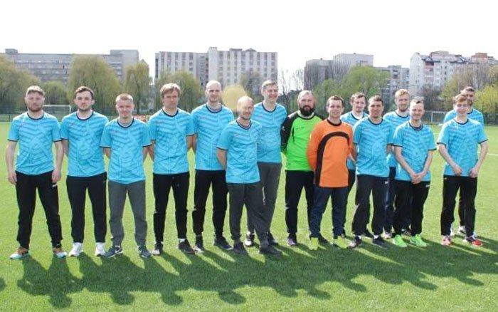 """Футболісти тернопільського """"Інваспорту"""" здобули третє місце на зональному чемпіонаті України"""