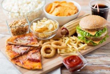 8 продуктів, які кардіологи категорично забороняють їсти