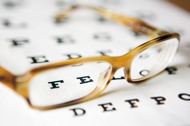 Корисні звички і вправи, які допоможуть відновити зір