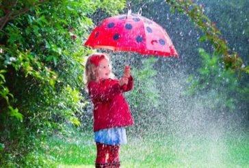 У вівторок Україну накриють дощі з грозами і мокрим снігом