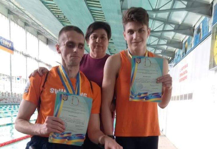 Представники Тернопільського «Інваспорту» Антон Шиманський та Богдан Котляр привезли з Кубку України з плавання сім медалей