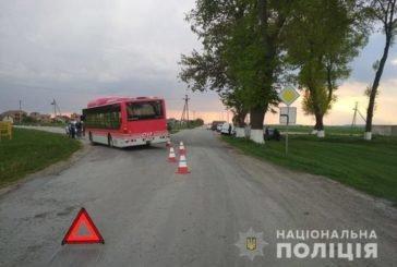 На Тернопільщині зіткнулися автобус та легковик: водія засліпило сонце (ФОТО)