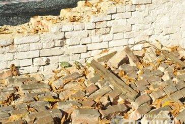 На Кременеччині стіна придавила чоловіка. Врятувати його не вдалося