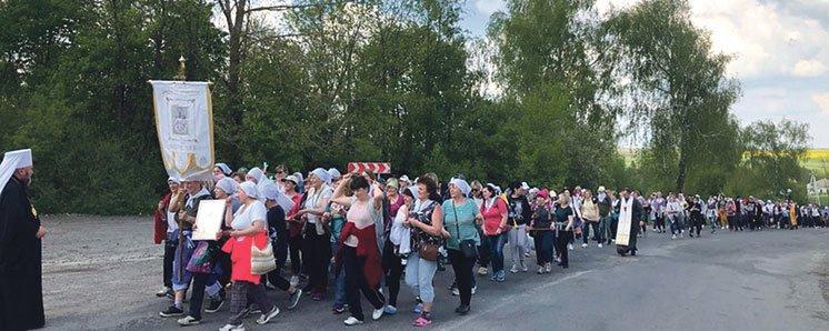 На Тернопільщині матері пройшли пішки 54 кілометри з молитвою за дітей і мир