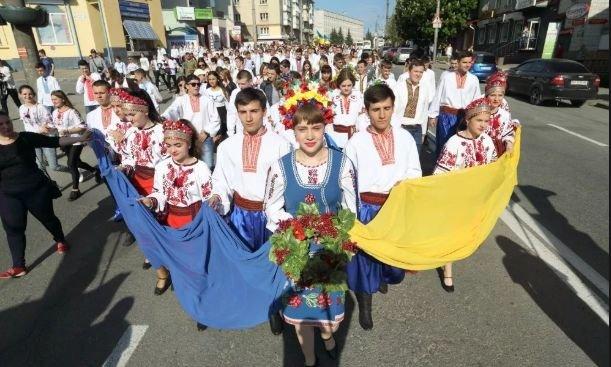 У Тернополі з нагоди Дня Героя України відбудеться урочиста хода у вишиванках