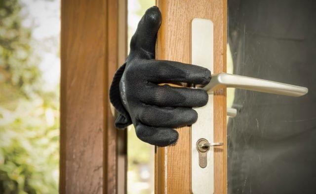 На Тернопільщині через незачинені двері в будинок зайшов злодій