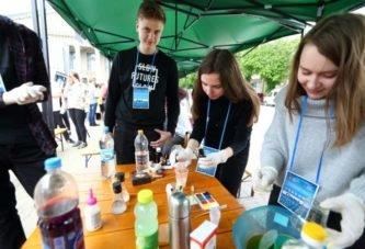 Цікаві досліди та експерименти демонстрували у Тернополі просто неба (ФОТО)
