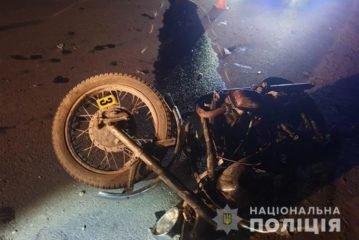 Аварія поблизу Тернополя: у вантажівку MAN в'їхав мотоцикл, водій у реанімації (ФОТО)