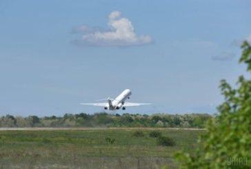 В аеропорт у супроводі міграційників: як видворяли з України колишнього студента з Нігерії