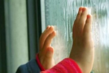 У Тернополі з вікна багатоповерхівки випала дитина