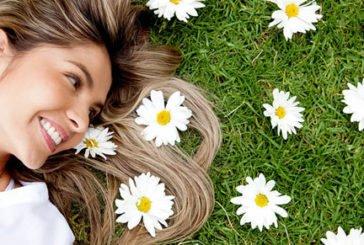 Бабусині рецепти краси: очищуємо шкіру ромашкою
